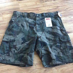 Wrangler camo cargo shorts size 38 men's